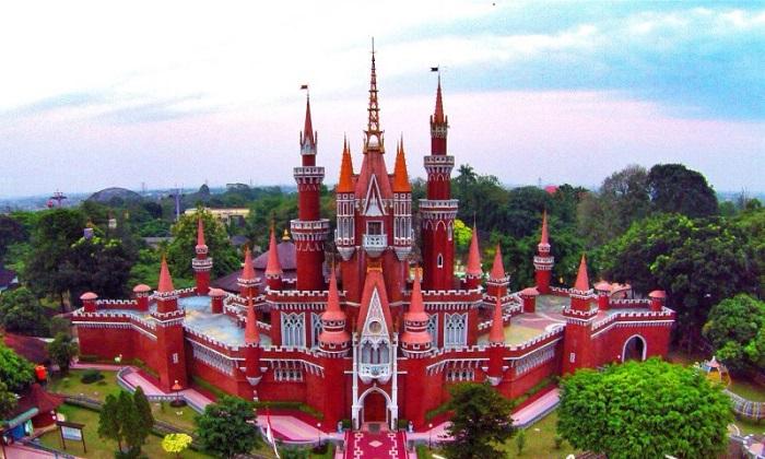 Tòa Nhà Miniature, Nhà Khiêu Vũ hiện đại.